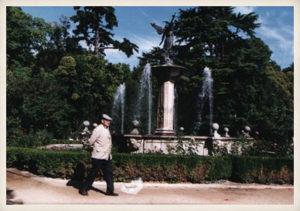 El escritor paseando por el Parque del Campo Grande, Valladolid, 2004.