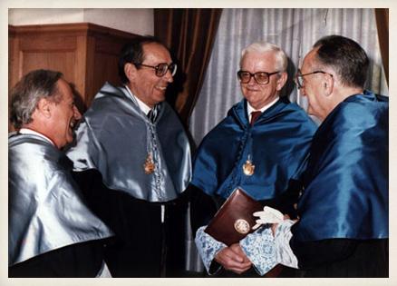 El 26 de junio Delibes es investido Doctor honoris causa por la Universidad Complutense de Madrid.