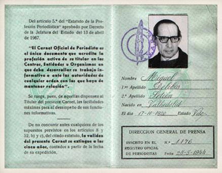 Carnet Oficial de Periodista de la Federación Nacional de Asociaciones de la Prensa de España.