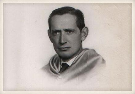Miguel Delibes, orla de la Escuela de Comercio de Valladolid, años 50.