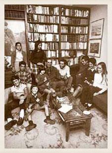Miguel Delibes rodeado por su familia en su 50 cumpleaños. Valladolid, 1970.