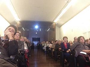 El público llenó el salón de actos de la BNE
